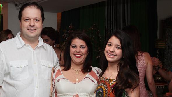 Stênio, Isabel e Eduarda Neiva Crédito: Nando Chiappetta/DP/D.A Press