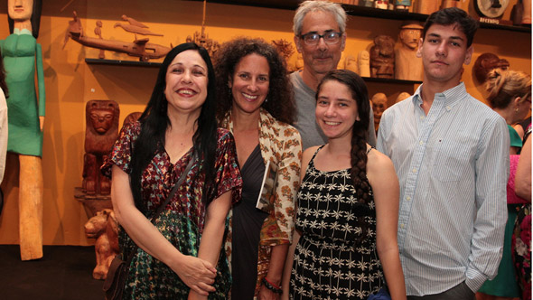 Lucy Alcântara e amigos de New York - Crédito: Nando Chiappetta/DP/D.A Press