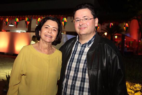 Antonio Campos, ao lado da mãe, Ana Arraes  - Crédito: Nando Chiappetta/DP/D.A Press