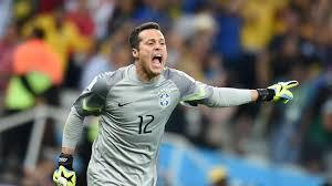 O goleiro Júlio César foi o destaque da partida Brasil x Chile Foto: Fifa.com