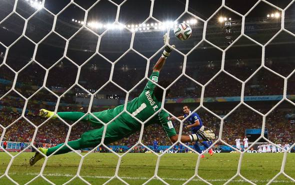 Navas pega o penalti que classificou a Costa Rica/EBC