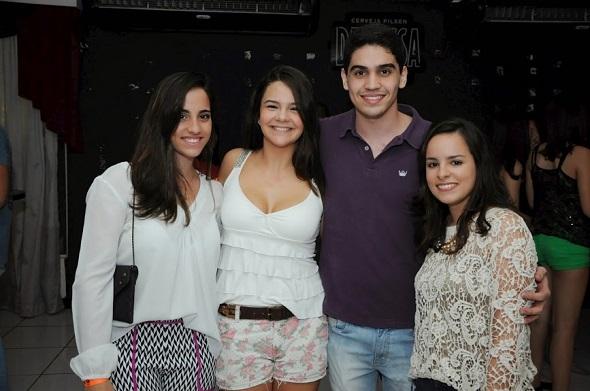 Julia Lacerda, Brenda Lobo, Victor Furetti e Clarissa Moura - Crédito: Gabriela Pontual/Divulgação