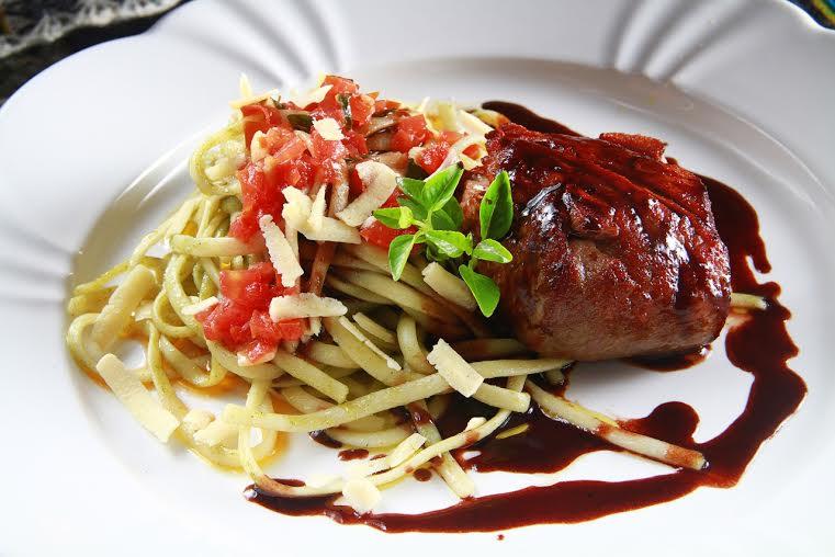 Opção de prato principal com filé e massa ao pesto - Foto: Cortesia