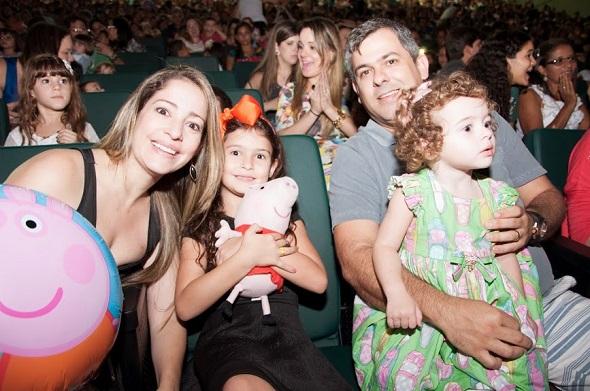 Cristiana, Geovanna, Julia e Alexandre Freire - Crédito: Gabriel Pontual/Divulgação