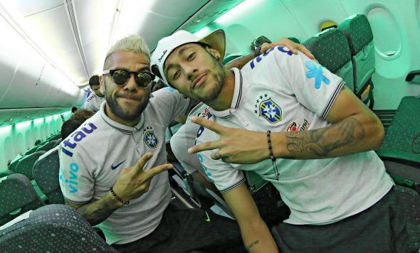 Daniel Alves e Neymar - Crédito: Ricardo Stuckert / CBF