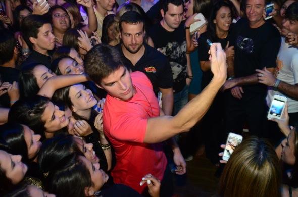 Jonatas Faro faz selfie com a turma na Flórida - Foto: Cortesia