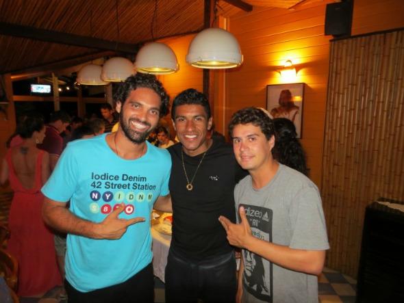 Tuca Sultanum, o jogador Paulinho e Pedrinho - Crédito: Ana Clara Marinho/Divulgaçãp