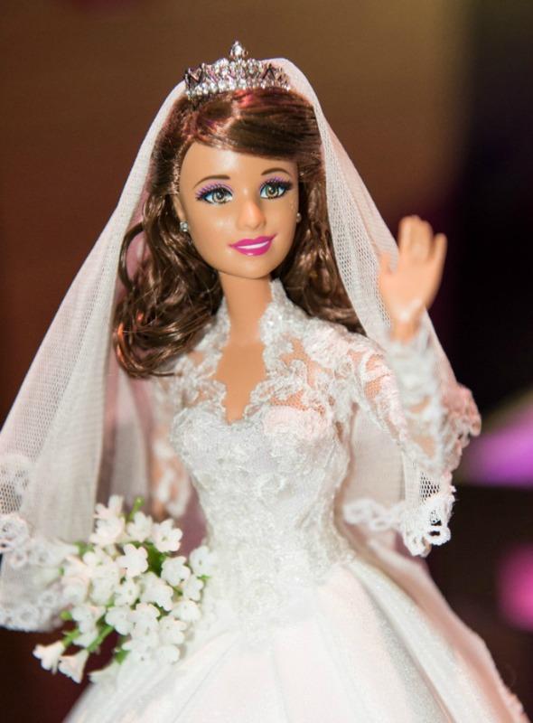 Barbie veste réplica do vestido de Kate Middleton - D Crédito: Divulgação/Noivas do Brasil