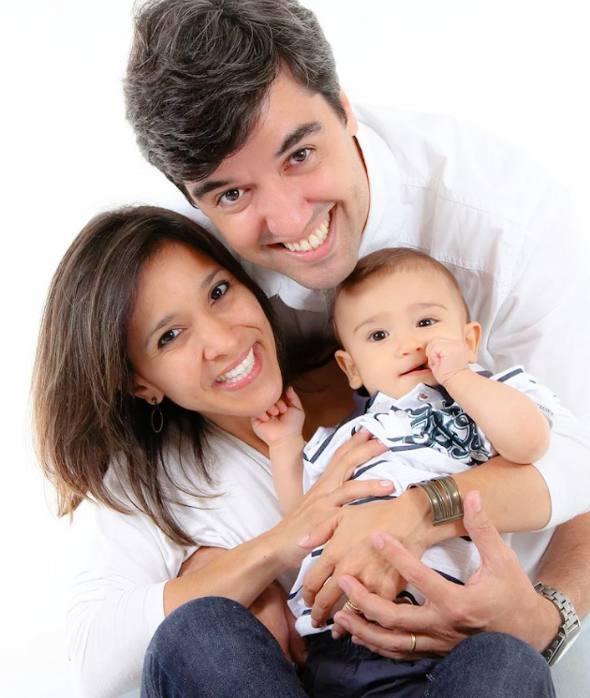 Sarah Eleutério e Eduardo Andrade com o filho/Foto Manuela Arruda