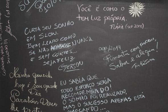 Detalhe de um dos cantinhos de Anna Corinna onde ela deixa e recebe recados e desenha seus doces. Crédito: Nando Chiappetta/DP/D.A Press