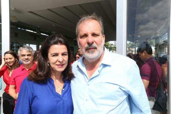 Mônica e Armando Monteiro Neto começaram o dia com missa no Morro da Conceição. Crédito: PTB / Divulgação