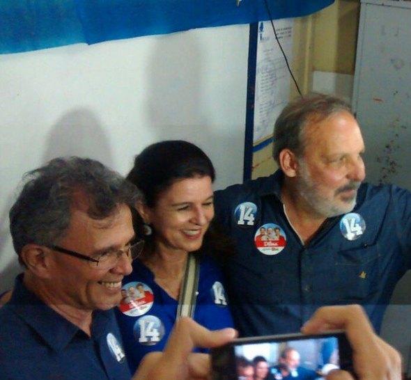 Armando Monteiro Neto, acompanhado da esposa Mônica e do vice Paulo Rubem. Crédito: Reprodução Instagram