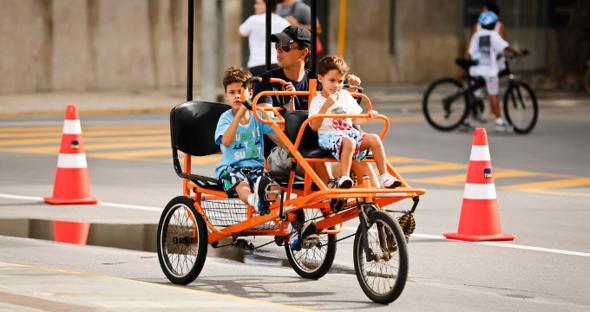 Ciclofaixa funciona aos domingos e feriados. Aluguel de triciclo também pode ser feito no Recife Antigo. Crédito: Andrea Rego Barros / DP / D.A Press