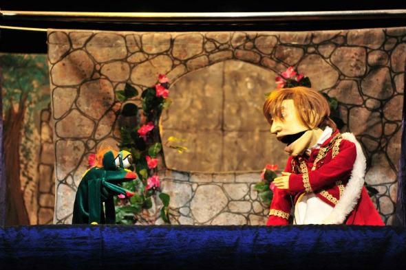 Espetáculo Era uma vez, do grupo Mão Molenga foi um dos que já ganharam os palcos do Teatro Marco Camarotti. Foto: Marco Camarotti/Divulgação