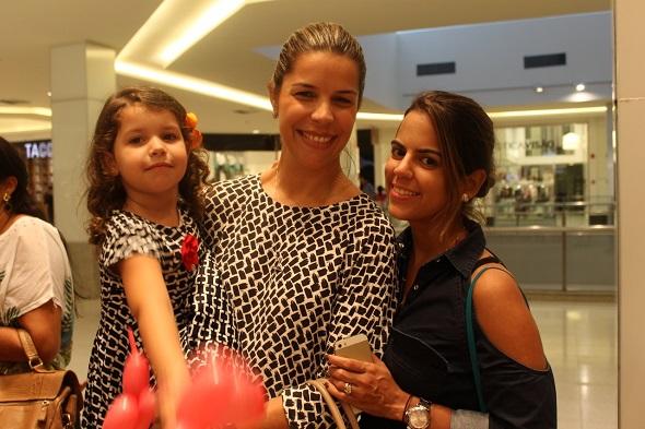 Luciana Mapuranga com a filha Maria Eduaarda e Manuela Tenório - Crédito: Erick Volgo/Divulgação