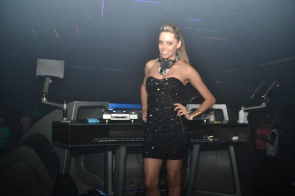 DJ Anne Louise. Crédito: Larissa Nunes