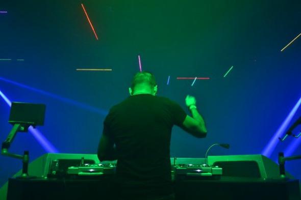 DJ Oscar Velasquez. Crédito: Larissa Nunes