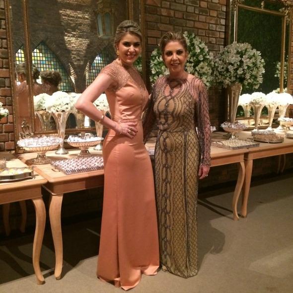 A irmã e a mãe da noiva, Camila e Zilda da Fonte -  Crédito: Heracliton Diniz/Divulgação