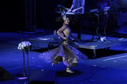 Vanessa da Mata iluminou o palco e cantou sucessos do novo disco e hits antigos