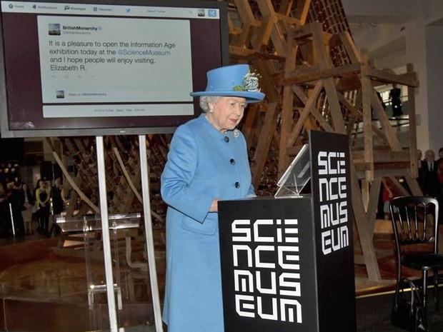 Rainha Elizabeth II tuíta pela primeira vez. Crédito: Reprodução Twitter