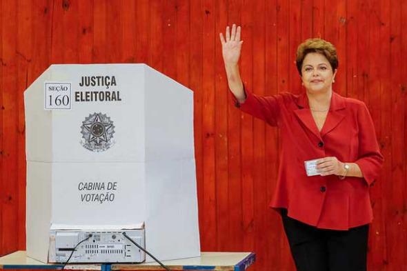 Dilma votou logo no início da manhã. Crédito: Dilma 13 / Divulgação