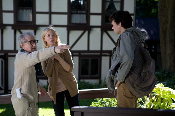 """Woddy Allen dirigindo seu último filme """"Blue Jasmine"""". Crédito: Reprodução/woodyallen.com"""