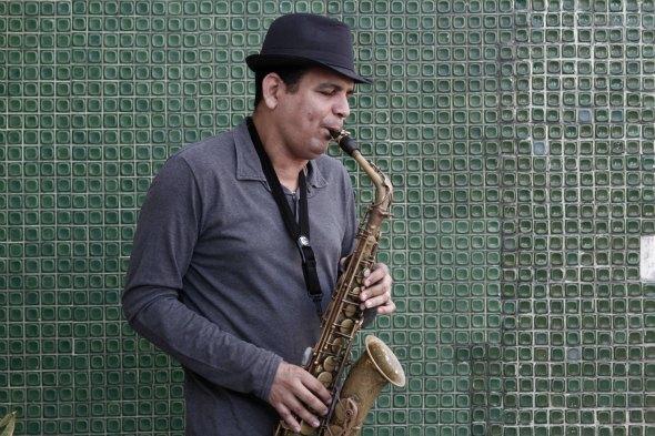 Inaldo Cavalcanti de Albuquerque, mais conhecido como Maestro Spok, começou a tocar o saxofone com 14 anos. Em 2015 está comemorando o seu 30º Carnaval.  Créditos: Blenda Souto Maior/ DP/ D.A Press