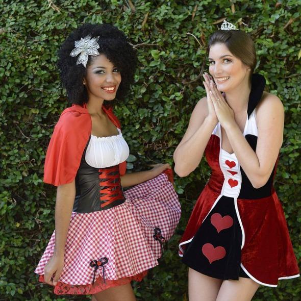 Fantasias de chapeuzinho vermelho e rainha de copas da loja Avesso – Créditos: Maria Chaves/Divulgação