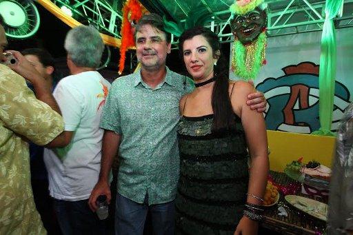 O vice-governador Raul Henry e a esposa Luiza Nogueira também no camarote