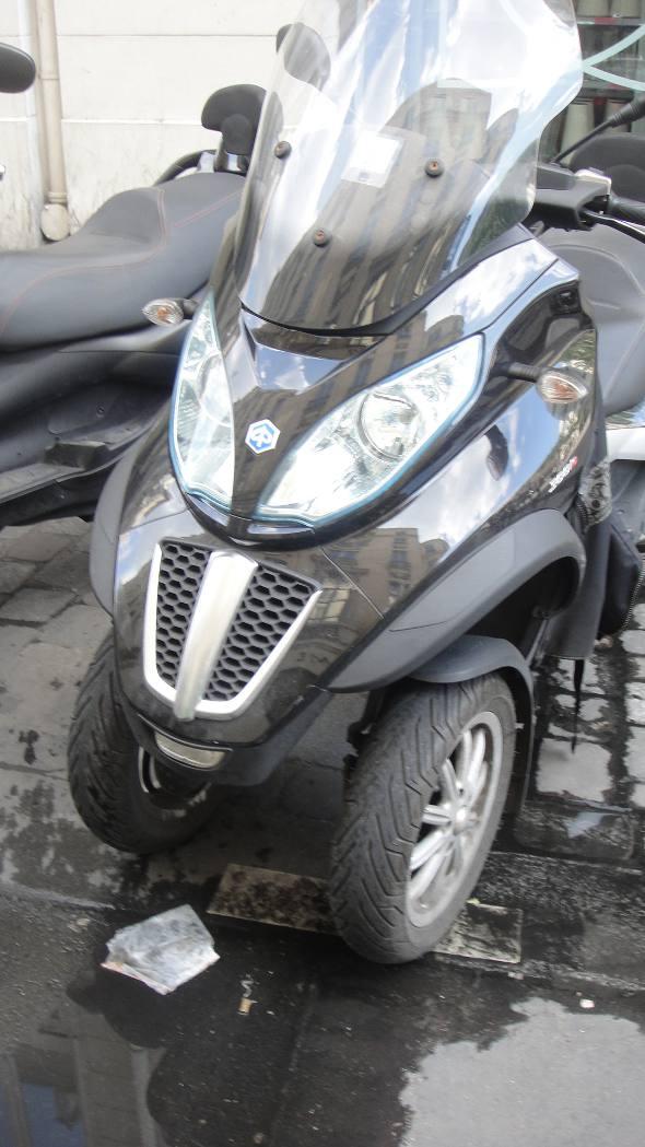Moto com três pneus