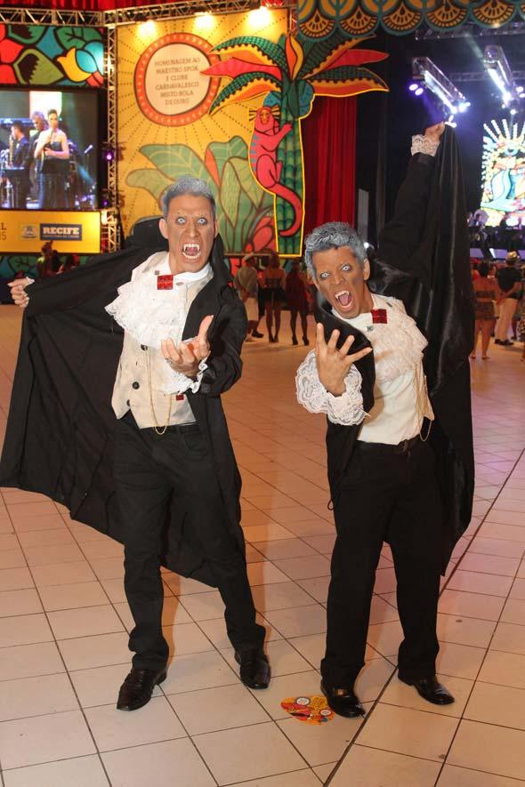 Emmanuel Gaudino e David Armagedon foram de vampiros estilizados - Crédito: Nando Chiappetta/DP/D.A Press