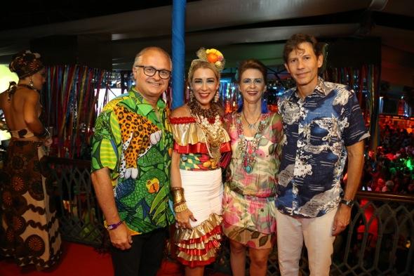 Eduardo e Germana Carvalheira com Roberta e Gustavo Dubeux. Crédito: Gleyson Ramos / Divulgação