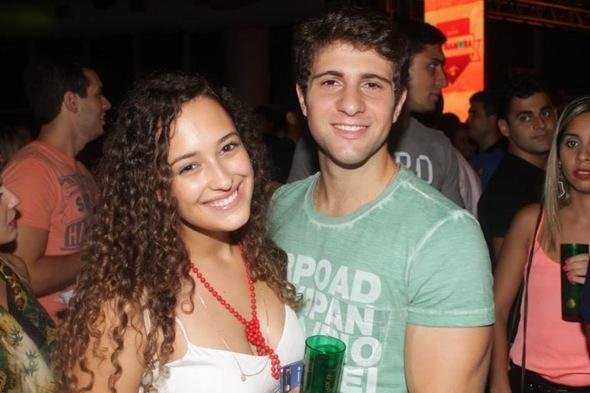 Maria Paula Mariz e Victor Selim. Vinicius Ramos/Vagalume Comunicação