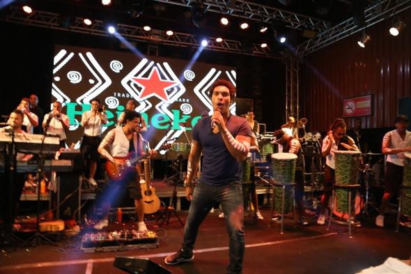Timbalada animou a noite com sucessos da carreira. Crédito: Gleyson Ramos / Divulgação