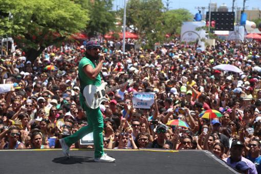 Bell Marques foi a segunda atração da maratona do Olinda Beer