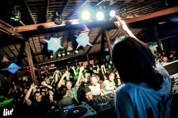 DJ Ane Lima em uma das edições da Liv!. Crédito: Máquina3/Divulgação