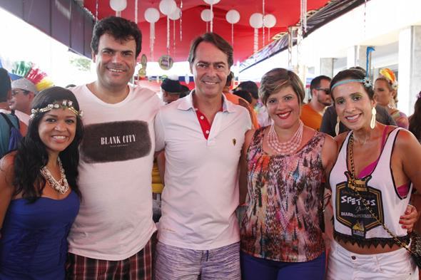 Erica Santos, Alano Vaz, Gutho Barreto, Jeua Ferreira e Karina Siqueira. Credito: Ricardo Fernandes/DP/D.A Press