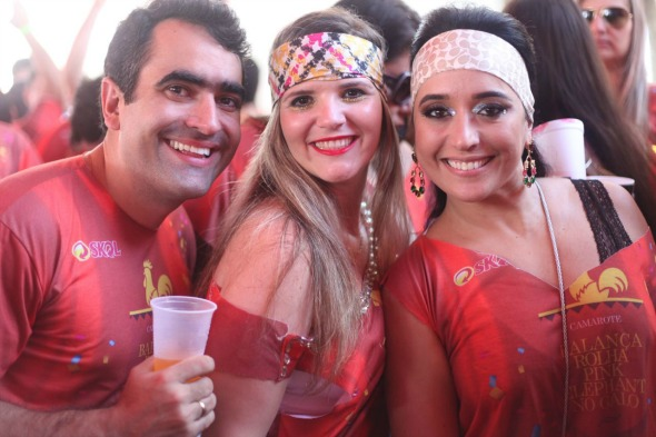 Guilherme Borba, Lorena Varejão e Gabriela Borba. Crédito: Vinicius Ramos/ Vagalume