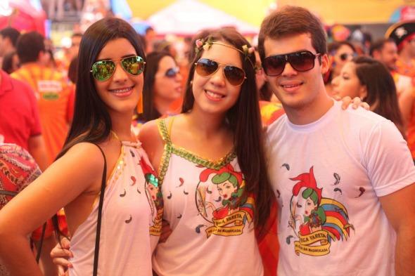 Kamylla Correira, Isabella Magno e Felipe Baudel. Crédito: Vinicius Ramos/ Vagalume