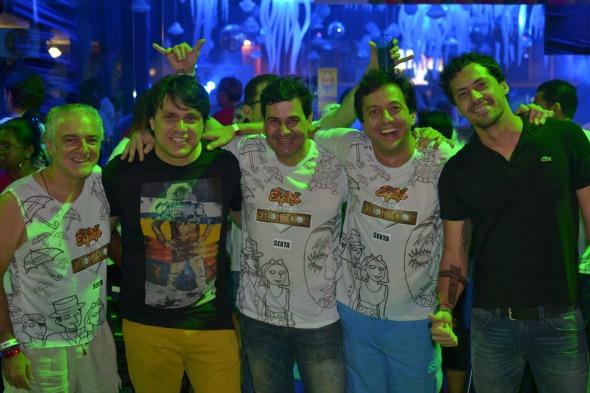 Oscar Gundes, Thiago Figlioulo, Cristiano Falcão, Gustavo Satou e Rafael Figlioulo. Crédito: Larissa Nunes/ Vagalume