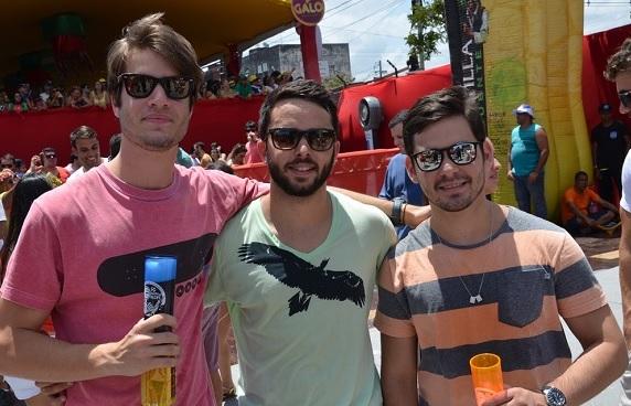 Arthur Lobo Pimentel com os Rodrigos Wanderley e Godoy - Crédito: Ricardo Moreira/Divulgação