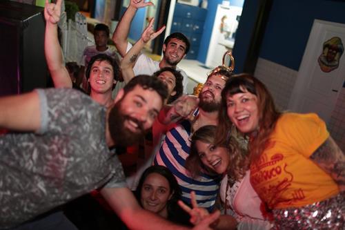 llana MArques, Lucas Logiovine comemoram com os amigos  o sucesso da edição especial da Re~Fresh Créditos: Celo Silva/ Vagalume Comunicação