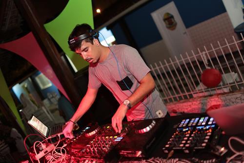 DJ Kevin Luke  Créditos: Celo Silva/ Vagalume Comunicação