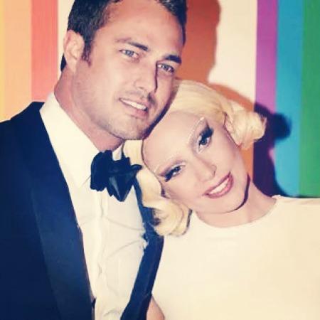 Lady Gaga e o noivo, açsdkaçsdkçla. Crédito: Reprodução Instagram