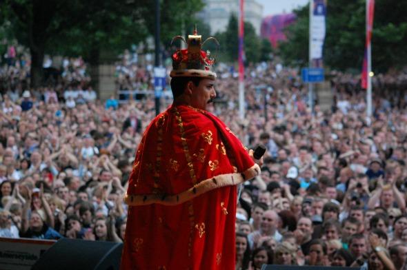 Pablo Padín durante uma das apresentações do tributo em Liverpool.  Créditos: Divulgação/ God Save The Queen