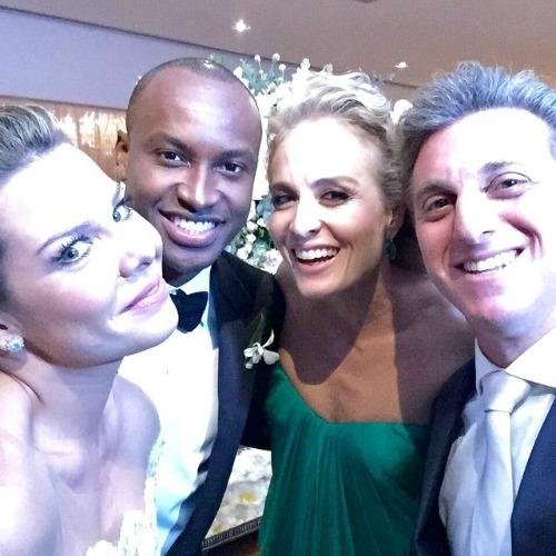 Os noivos ao lado dos padrinhos Angélica e Luciano Huck. Crédito: Reprodução Instagram