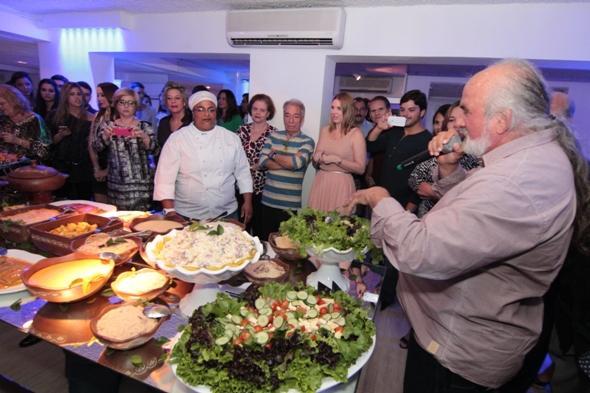 Zé Maria no momento de apresentação dos pratos em edição de jantar que aconteceu no Recife - Crédito: Gleyson Ramos/