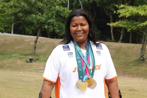 A atleta possui mais de 400 medalhas na sua coleção. Créditos: Divulgação da atleta