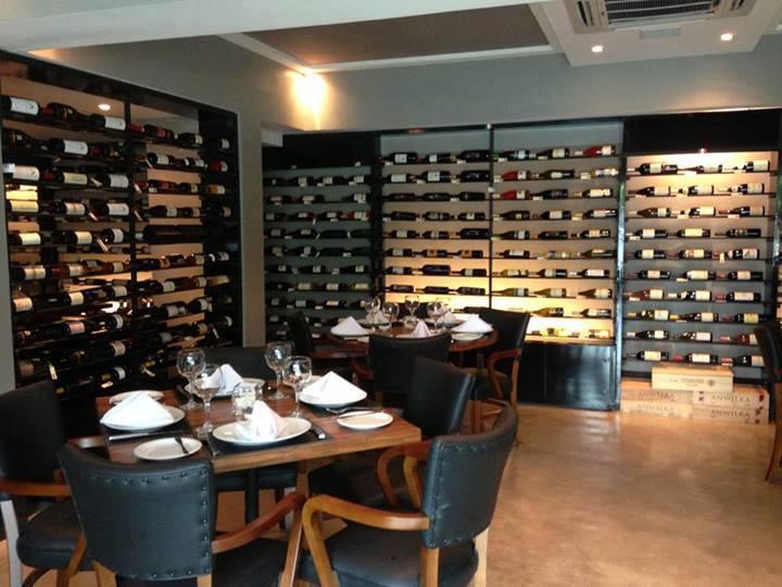 Área interna do Black Angus. Créditos: Reprodução facebook oficial do restaurante