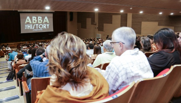 Plateia lotada para o espetáculo ABBA The History Créditos: Priscilla Guimarães/ Divulgação